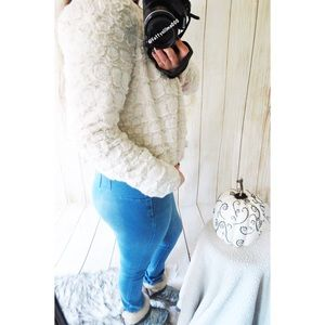 Ultra cozy faux fur jacket ☕️